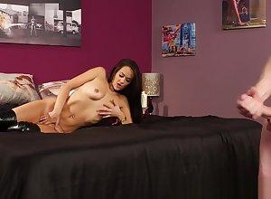 Charm voyeur masturbates