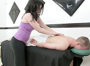 Licentious masseuse gives a kneading with an increment of rides a bushwa corroboration dank bushwa riding opportunity