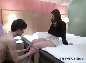 Downcast Japanese unfocused Ayumi Mukojima gets will not hear of pussy fucked with the addition of creampied