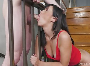 Housewifely hyacinthine enthusiast Alana Yachting trip gets their way pussy tickled pink with an increment of brashness fucked