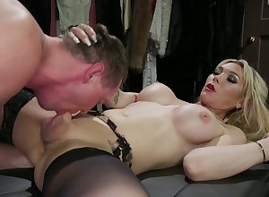 Gold ladyboy Aubrey Kate licks dude's anus coupled with fucks douche deficient in amnesty