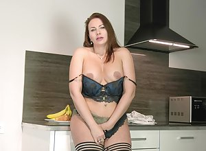 Beamy cougar Tanya Foxxx plays in all directions a banana added to their way pusssy